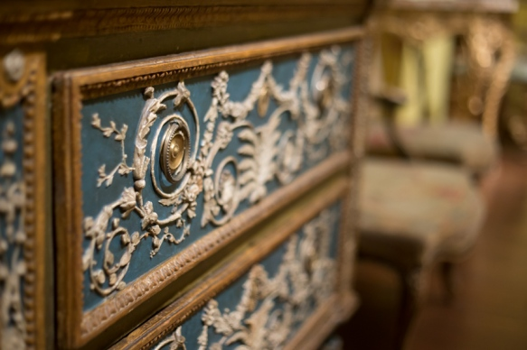 Ornate dresser that would look amazing in my bedroom